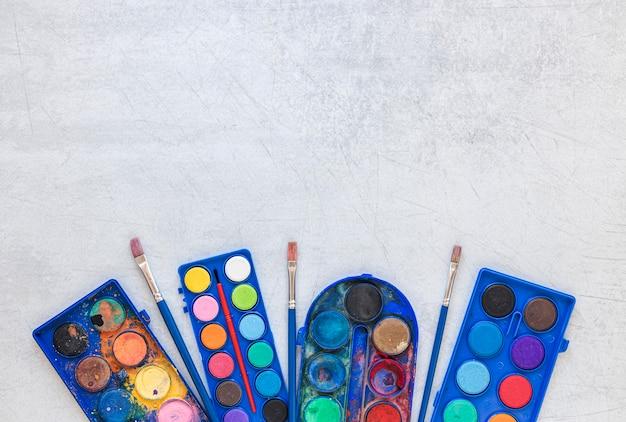 Veelkleurige kunstenaarspaletten kopiëren ruimte