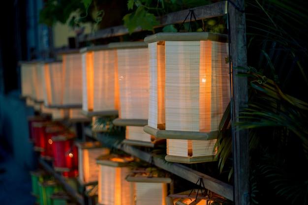 Veelkleurige lampen in vietnam