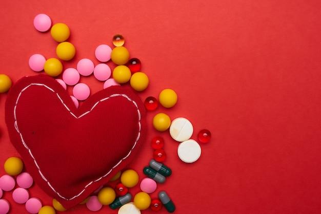Veelkleurige medicijnen farmaceutische hartzorg farmacologie