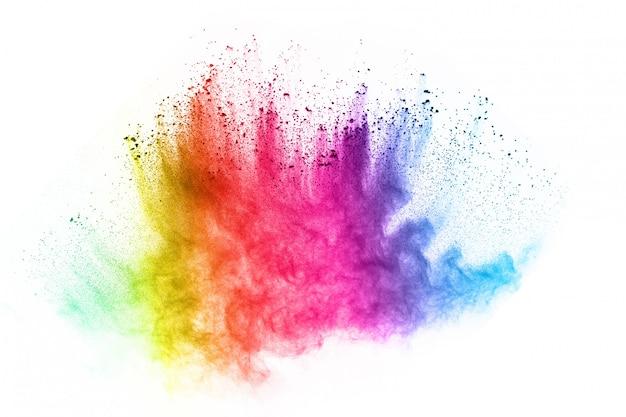 Veelkleurige poederexplosie op witte achtergrond.