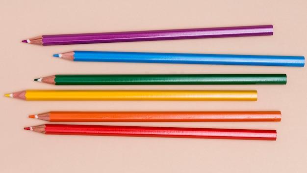Veelkleurige potloden als symbool van lgbt