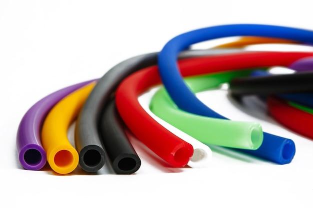 Veelkleurige rubberen slangen voor gebruik in de vorm van waterpijppijpen