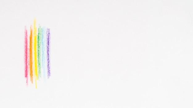 Veelkleurige strepen tekenen met kleurrijke potloden