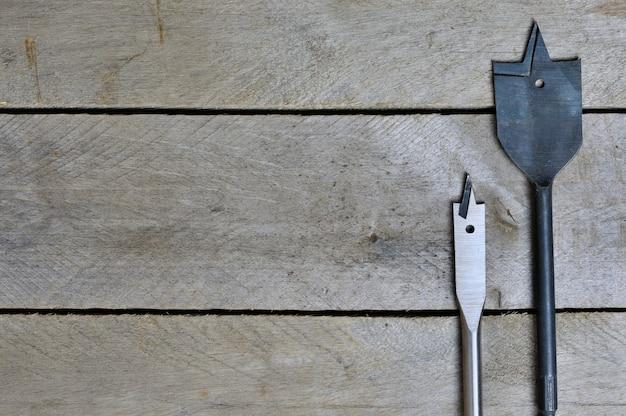 Veer voor boren op houten achtergrond. kopie ruimte.