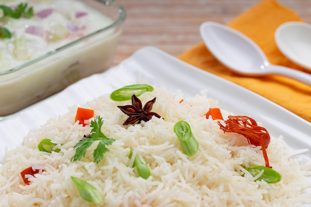 Veg pulav of pulao gemaakt met basmatirijstgroenten en indiase kruiden
