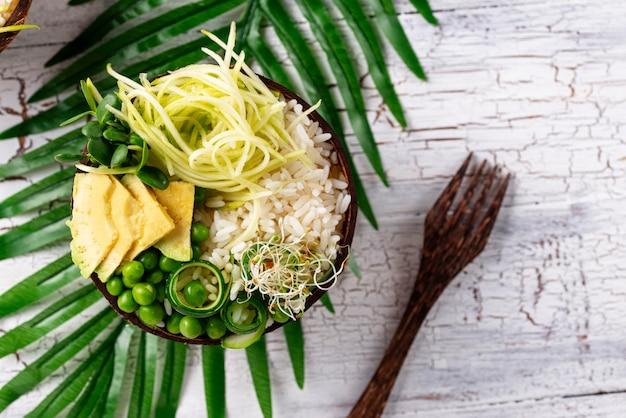 Vegan boeddha schaal met groenten