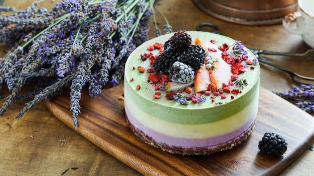 Vegan rauwe cheesecake met bosbessen