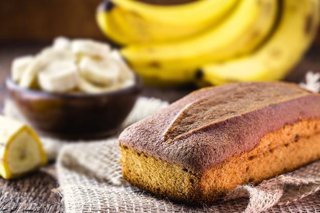 Veganistisch bananenbrood, gezond ontbijt zonder gluten of suiker, lekker dieet