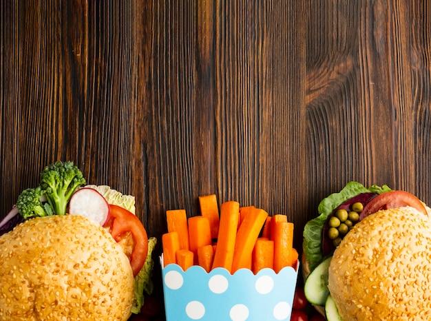 Veganistisch fastfood arrangement met kopie ruimte