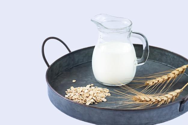 Veganistische havermelk niet-zuivel alternatieve melk in kan