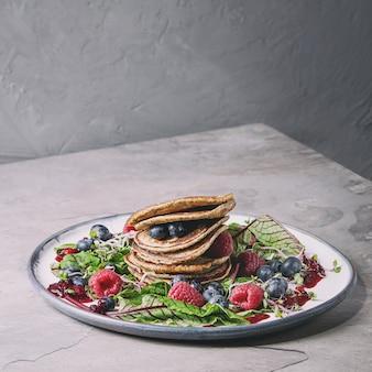 Veganistische pannenkoeken met greens