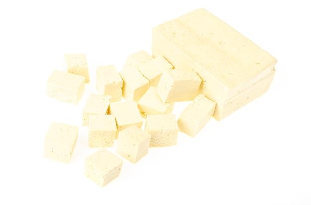 Vegetarisch eten. tofu kaas geïsoleerd.