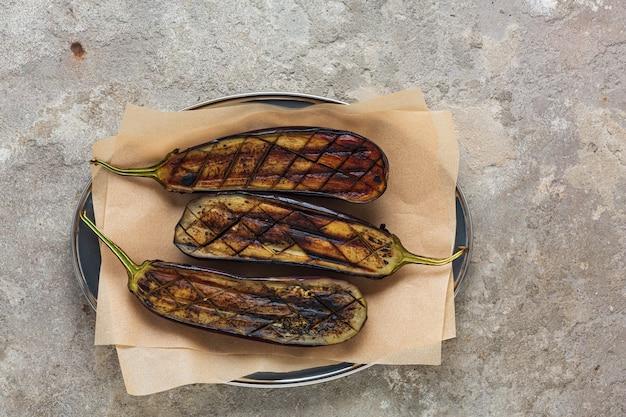 Vegetarisch gegrilde gevulde aubergine recept
