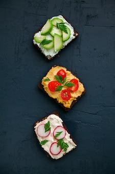 Vegetarische sandwiches met roggebrood