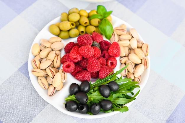 Vegetarische snack in de vorm van frambozen