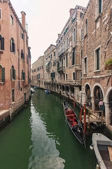 Veneti, itali 2 juli 2020: riviertje in venetië