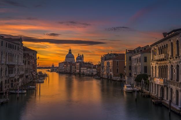 Venetië rivier bij zonsondergang