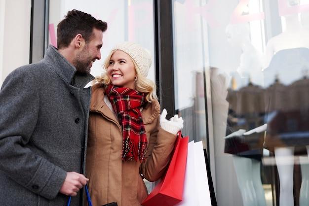 Verbaasd over de grote verkopen in de winkels