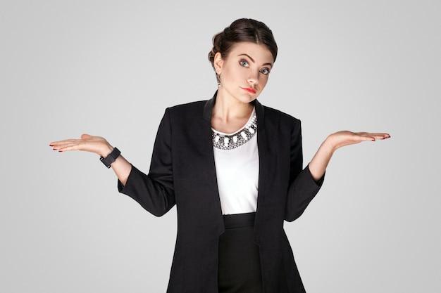 Verbaasde zakenvrouw weet het niet
