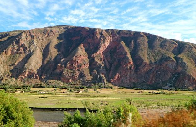 Verbazingwekkend landschap van ollantaytambo, heilige vallei van de inca's, urubamba, cusco, peru