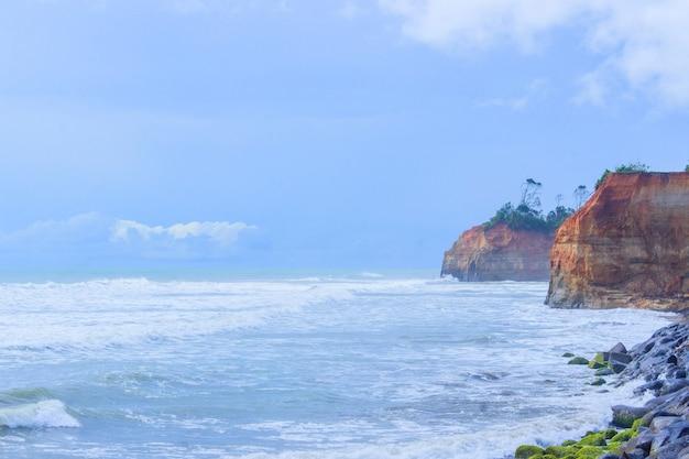 Verbazingwekkende eiland met oceaan daglicht moment