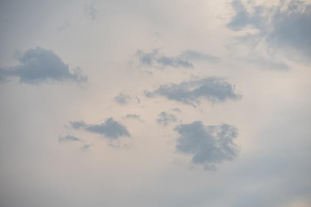 Verbazingwekkende mooie hemel met wolken