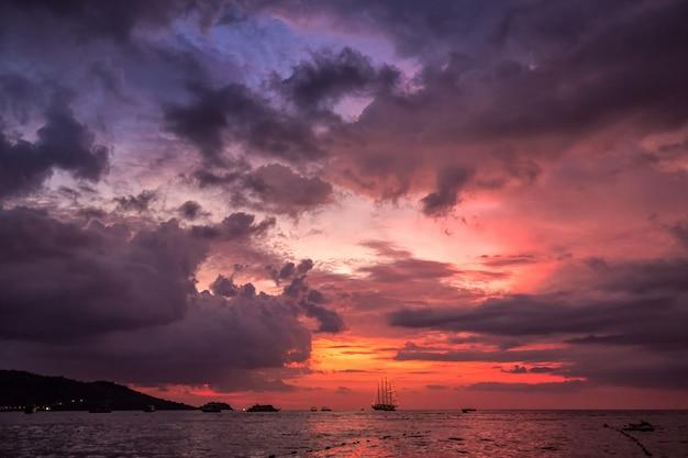 Verbazingwekkende zonsondergangkleuren