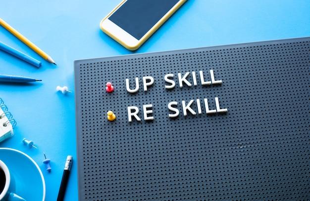 Verbeter vaardigheid en vaardigheidstekst op ideeën voor prestaties van bureautafels of ideeën voor ontwikkelingsconcepten