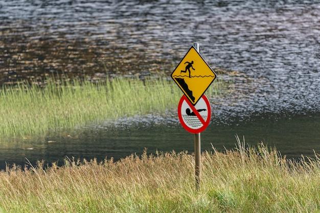 Verbod op zwemmen in het bovenste meer van glendalough.