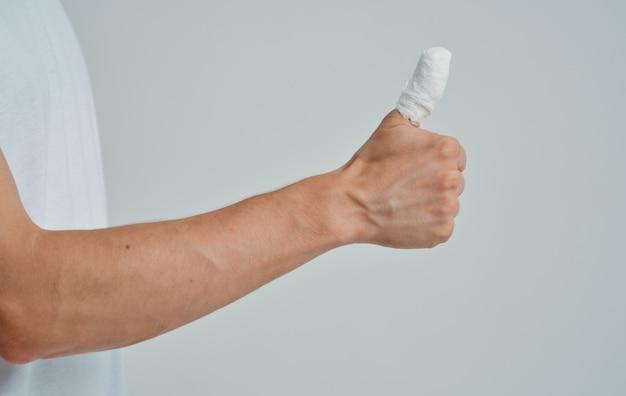 Verbonden duim gezondheidsproblemen medicijnpatiënt