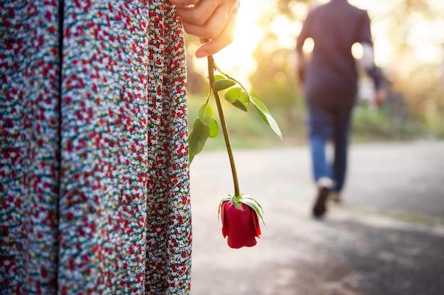 Verdriet liefde in het einde van relatie concept, broken heart woman