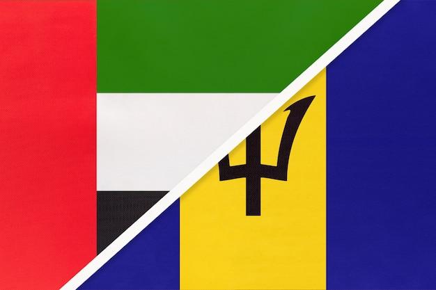 Verenigde arabische emiraten of vae en barbados, symbool van twee nationale vlaggen van textiel.