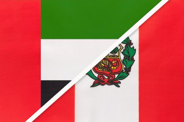 Verenigde arabische emiraten of vae en peru, symbool van twee nationale vlaggen van textiel.