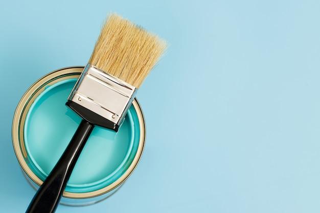 Verfblikken en penselen en hoe u de perfecte verfkleur voor het interieur kiest en goed is voor de gezondheid