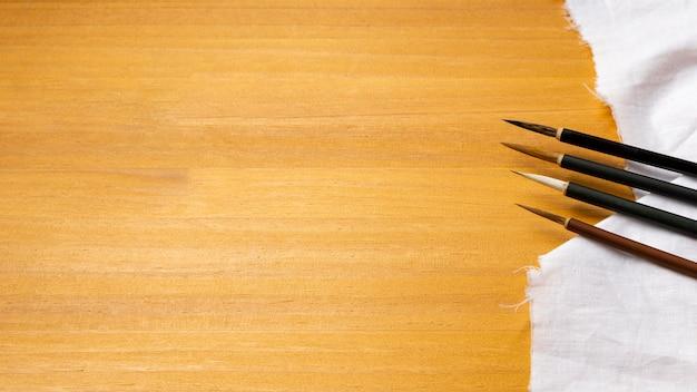 Verfborstels op de ruimte van het doekexemplaar