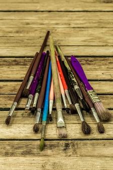 Verfborstels van verschillende kleuren