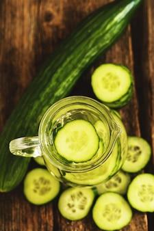 Verfrissend drankje met komkommer