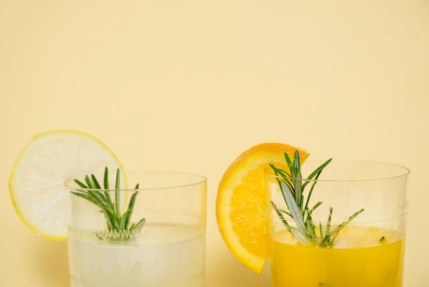 Verfrissend drankje met sinaasappel en citroen