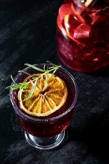 Verfrissend fruitig drankje op tafel