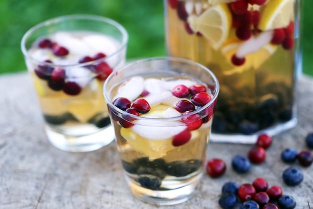 Verfrissende drankjes op een stronk