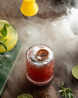 Verfrissende fruitdrank van gedroogde vruchten