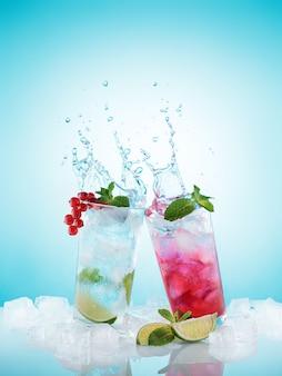 Verfrissende koude zelfgemaakte limonades in beslagen glazen