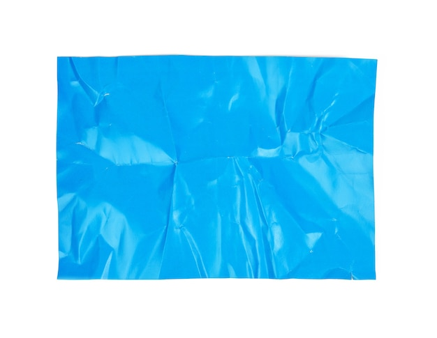 Verfrommeld blauw kartonnen vel papier geïsoleerd op een witte achtergrond, bovenaanzicht