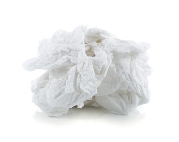 Verfrommeld die papieren zakdoekje op wit wordt geïsoleerd