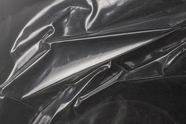 Verfrommeld glanzend donker polyethyleen textuur