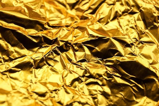 Verfrommeld gouden folie als achtergrond
