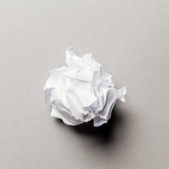 Verfrommeld papieren bal