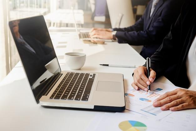 Vergadering statistieken boekhoudkundige discussie papier corporate