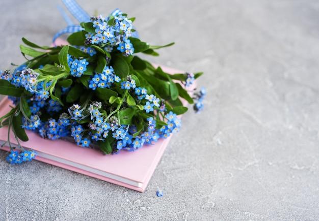 Vergeet me geen bloemen en een notitieboekje