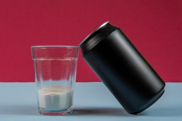 Vergelijking van de hoeveelheid suiker in een blikje frisdrank
